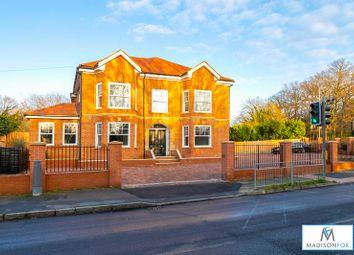 Mayfair Court, Manor Road, Chigwell IG7. 2 bed flat for sale