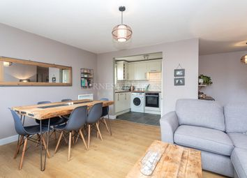 Brook Square, Woolwich SE18. 2 bed flat