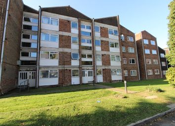 Thumbnail Flat to rent in Oak Road, Crawley, West Sussex.