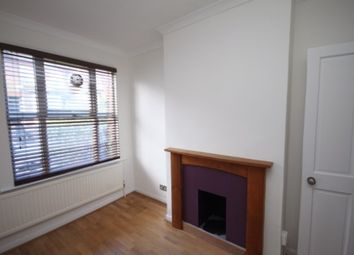 Thumbnail 3 bed town house to rent in Winsdon Road, Luton