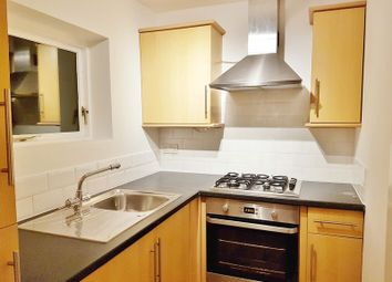 Thumbnail 1 bed flat to rent in Victoria Road, Redhill