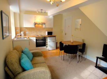 Thumbnail 1 bed maisonette to rent in Meadfoot Road, Torquay