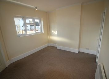 Thumbnail 1 bed flat to rent in Grays Road, Slough