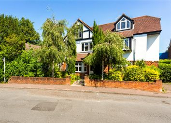 The Crescent, Station Road, Caterham, Surrey CR3. 2 bed flat