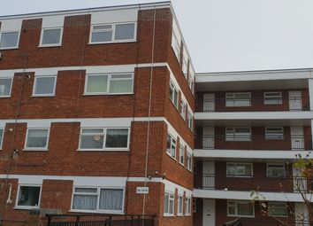 Thumbnail 2 bed flat to rent in Lynwood Road, South Woodford