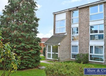 Thumbnail 2 bed flat for sale in Oakley Close, Isleworth, Middlesex