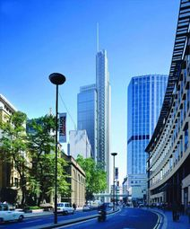 Thumbnail Serviced office to let in Heron Tower, London