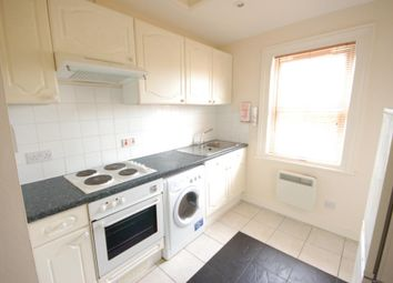 Thumbnail 1 bed flat to rent in Wykeham Road, Reading