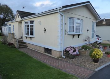 2 bed mobile/park home for sale in Kingsmead Park, Bedford Road, Rushden, Northants NN10