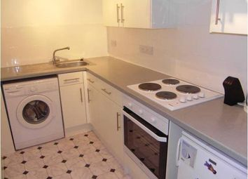 1 bed flat to rent in Walton Road, West Molesey KT8