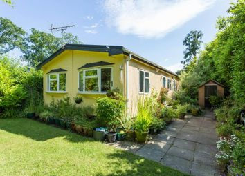 Thumbnail 2 bed mobile/park home for sale in Chesham Road, Wigginton, Tring