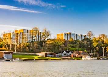 Shooters Hill, Pangbourne, Reading RG8. 2 bed flat for sale