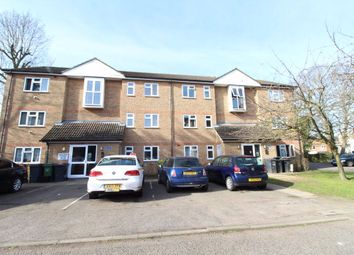 2 bed flat to rent in Quilter Close, Luton LU3