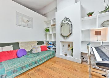 2 bed maisonette to rent in Columbia Road, London E2