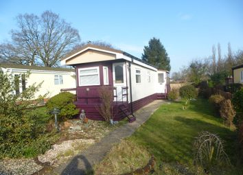 Thumbnail 2 bedroom mobile/park home for sale in Shaftesbury Way, Kings Langley