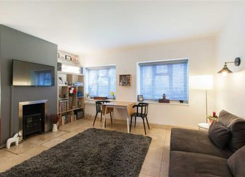 2 bed block of flats for sale in Avenue Crescent, London W3