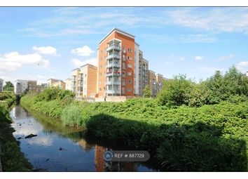 2 bed flat to rent in Waterway Avenue, London SE13