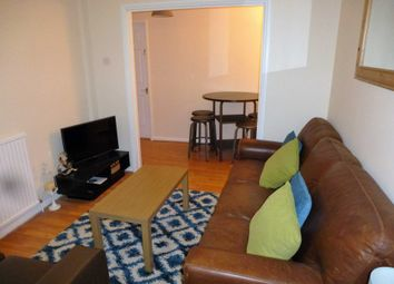 Thumbnail Room to rent in Fairwater Drive, Woodley, Reading