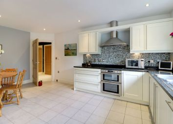 2 bed flat for sale in London Road, Sunningdale, Ascot SL5