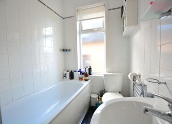 Thumbnail 4 bed flat to rent in Hogarth Road, Hove