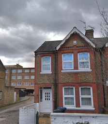 Thumbnail Room to rent in Derwent Road. Ealing, London