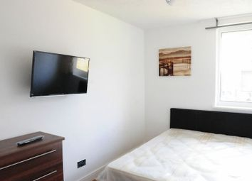 Thumbnail 5 bed flat to rent in Dowdeswell Close, London