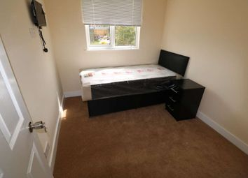 Thumbnail Room to rent in St Georges, Reading, Berkshire