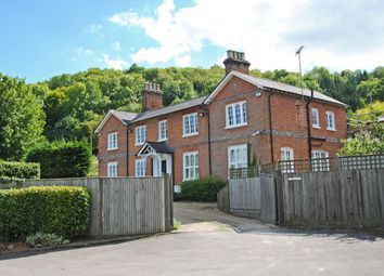 Thumbnail 2 bed flat for sale in Streatley, Reading