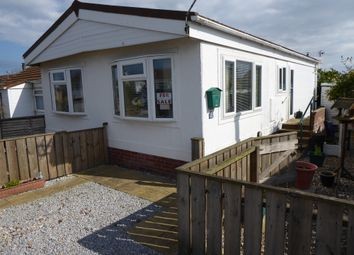 2 bed mobile/park home for sale in Colleys Park, Withensea, East Yorkshire HU19