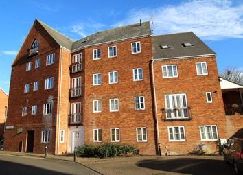 Thumbnail 2 bed flat for sale in Sovereigns Quay, Bedford
