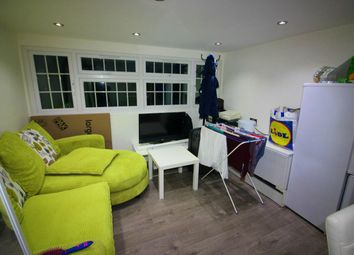 Thumbnail Room to rent in Watling Avenue, Burnt Oak, Edgware