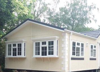 Thumbnail 2 bedroom mobile/park home for sale in Fangrove Park, Lyne, Chertsey