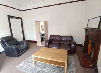 4 bed flat to rent in Bank Street, Old Town, Edinburgh EH1