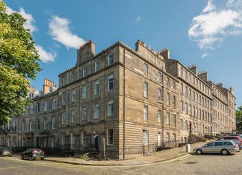 2 bed flat to rent in Dundonald Street, New Town EH3