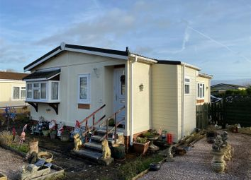 2 bed mobile/park home for sale in Rhododendron Walk, Crookham Common, Thatcham RG19