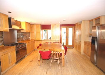 Thumbnail 5 bedroom flat to rent in Hanley Road, Finsbury Park
