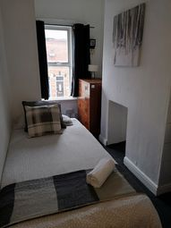 Thumbnail Room to rent in Scarborough, Walsall