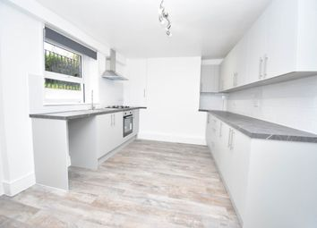 2 bed flat to rent in Donnington Square, Newbury, Berkshire RG14