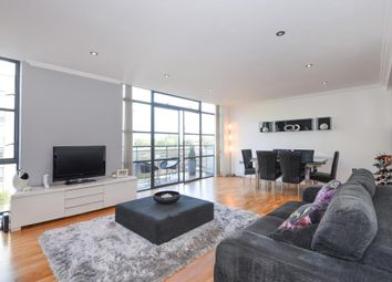 Thumbnail 3 bed flat to rent in Brentford, London