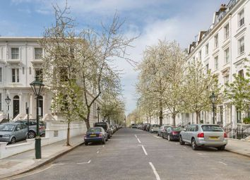 Thumbnail 4 bedroom terraced house to rent in Vicarage Gate, Kensington
