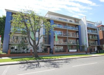 Thumbnail 2 bedroom flat for sale in New Zealand Avenue, Walton-On-Thames