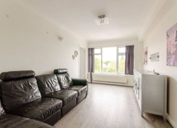 2 bed flat to rent in High Road, North Finchley, London N12