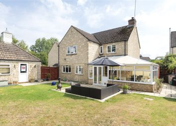 Perrinsfield, Lechlade GL7. 5 bed link-detached house