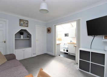 Gainsborough Drive, Westcliff-On-Sea SS0. 3 bed flat