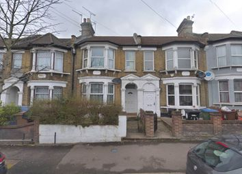 2 bed property to rent in Grove Road, Walthamstow, London E17