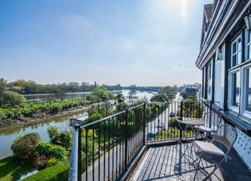 Thumbnail 3 bed flat to rent in Chiswick Mall, London