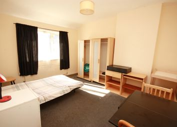 Thumbnail Room to rent in Westway, Shepherds Bush