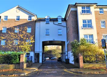 2 bed flat to rent in Lower Kings Road, Kingston Upon Thames KT2