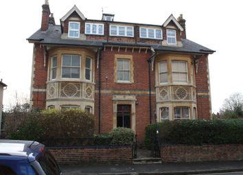 Thumbnail 2 bed flat to rent in Milman Road, Reading, Berkshire