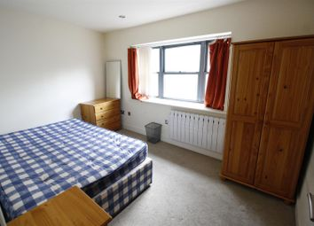 Thumbnail 1 bed flat to rent in Duke Street, Cardiff